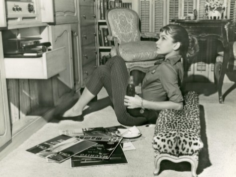 george-marks-woman-listening-to-records